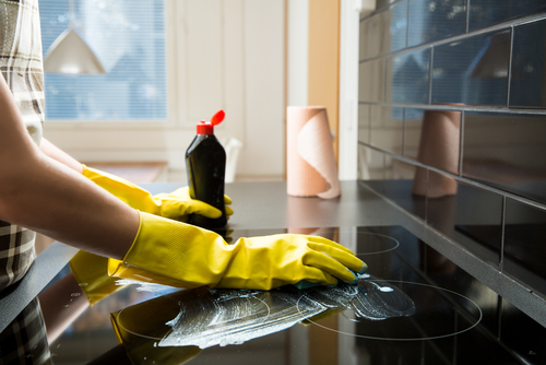 Can you mix baking soda and vinegar to clean