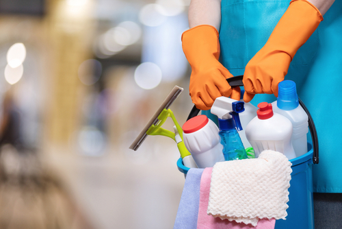 What household cleaners should not be mixed